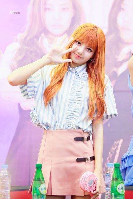 galeri foto lisa manoban blackpink yg entertainment