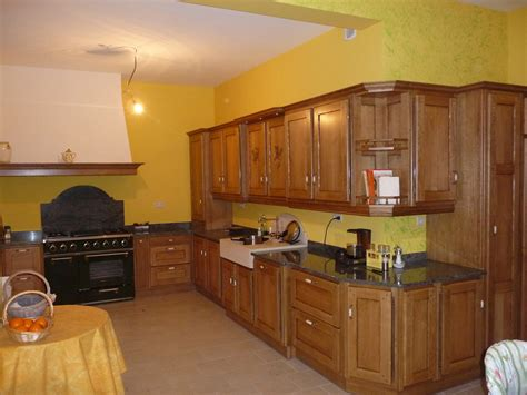 exemple de cuisine repeinte cuisine rustique en chêne massif cuisines liebart