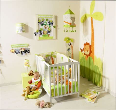 chambre bebe decoration decoration jungle chambre bebe maison design bahbe com