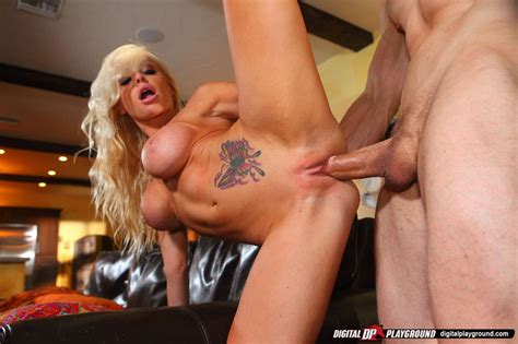 Jesse Jane Gets Stripped Naked Then Licked And Dicked Of