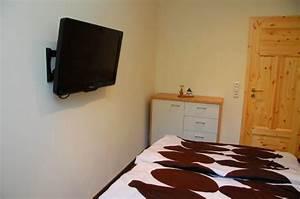 Fernseher An Wand Hängen : fernseher an der wand im schlafzimmer ~ Markanthonyermac.com Haus und Dekorationen