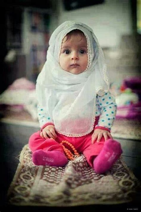 cute muslim baby girl praying muslims   world