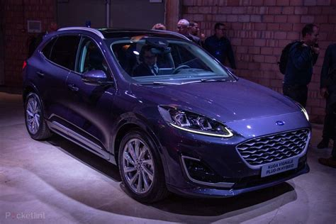 ford kuga   pictures  closer   fords