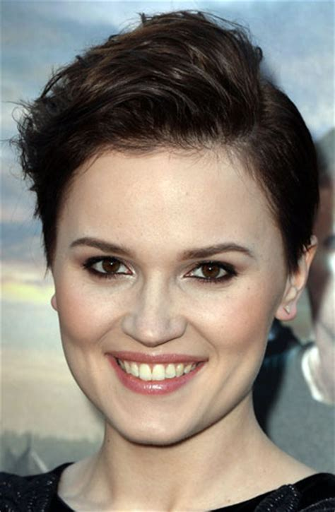 Veronica Roth?s Pompadour Pixie Hairstyle   Casual, Party