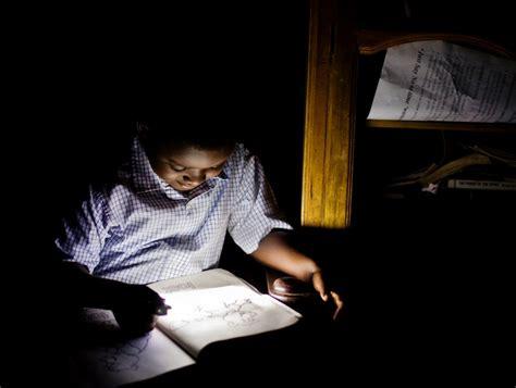 ニュース オランダphilips社 太陽電池搭載のled読書灯を発売 アフリカの教育用途に向ける itpro
