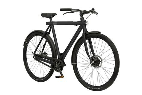 Elcykeln Som Ser Ut Som En Vanlig Cykel. Uppkopplad Till