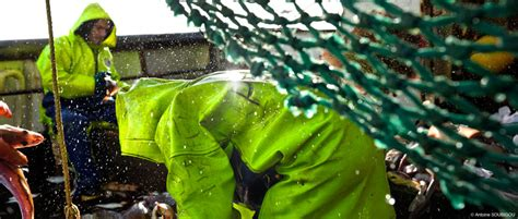 Fishing Boat Wet Weather Gear by Bad News For Office Workers World S Ten Manliest Jobs