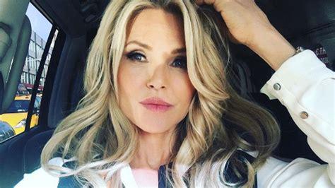 christie brinkley admits   fillers    skin