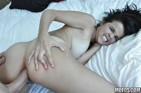 Tender Curvy Woman Takes It In The Booty