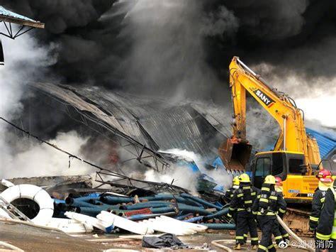 长沙汽车南站过渡站一仓库突发大火 湖南消防:火灾正得到有效控制,没有蔓延风险_大托铺