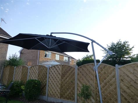 Cantilever Patio Umbrellas Uk by Uk Gardens 3m Black Cantilever Hanging Garden Parasol