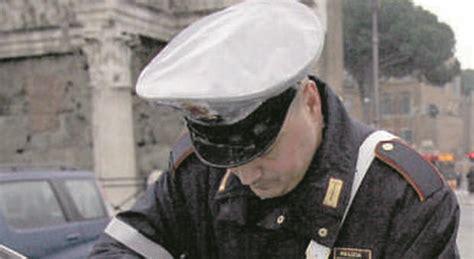 ufficio contravvenzioni via ostiense roma vigili corrotti e vip favoriti annullate multe per