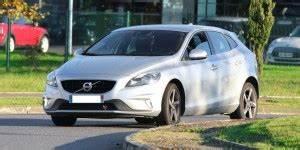 Avis Volvo V40 : quel moteur choisir pour la volvo v40 2012 consommation et avis 2 0 d3 150 ch 2 0 d4 177 ~ Maxctalentgroup.com Avis de Voitures