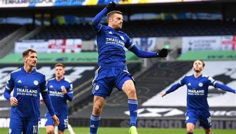 English Premier League: Jamie Vardy stars as Leicester ...