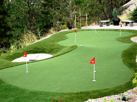 Residential Backyard Syntheic Grass Putting Greens
