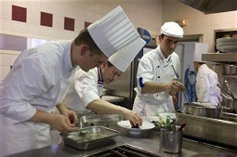 commis de cuisine marseille emploi l 39 hôtellerie et la restauration peinent à attirer