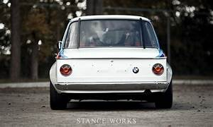 Styl Auto : baurspotting a history lesson the car that started it all the bmw 2002 ~ Gottalentnigeria.com Avis de Voitures