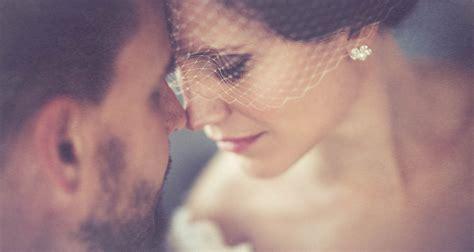 Weddingcoupleportraitcloseupromanticemotional