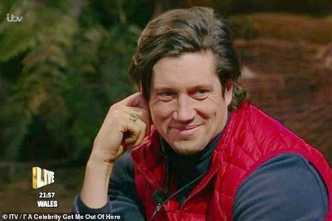 I'm A Celebrity's Vernon Kay 'sends signals' to Tess Daly ...