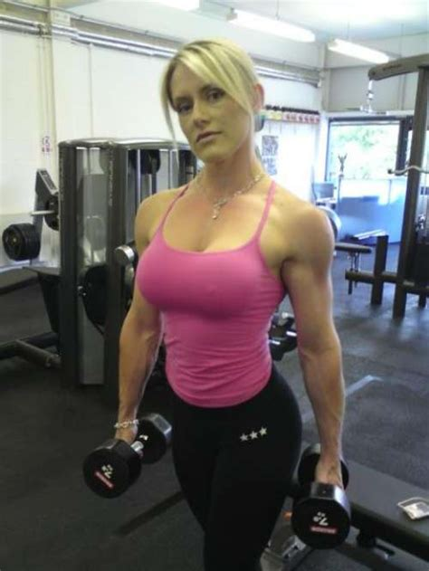 Very Hot Fitness Babe Working Out HARD At The GYM HOT