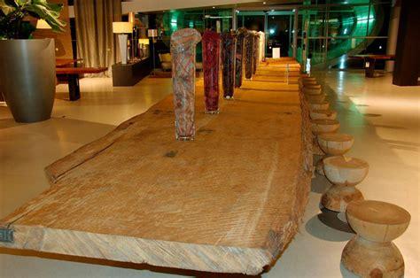 Tisch Aus Altem Holz by Ein Tisch Aus 30 000 Jahre Altem Kauri Holz Maulburg