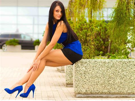 Women Brunette High Heels Hd Wallpapers Desktop And Mobile Images And Photos