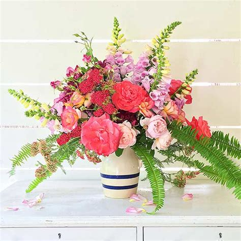 10 garden fresh flower arrangements from your backyard