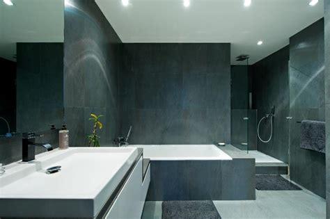 un bureau feng shui salle de bain idealbagni en ardoise et blanc créé par l