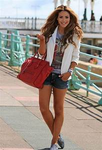 Cute Outfit Ideas of the Week #39 - The Ever So Versatile Denim Shorts | Mom Fabulous