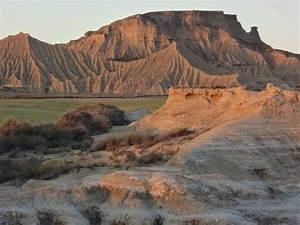 Desert Des Bardenas En 4x4 : maisons trolgodytes bardenas hotel a desert des bardenas reales randonn es bardenas ~ Maxctalentgroup.com Avis de Voitures