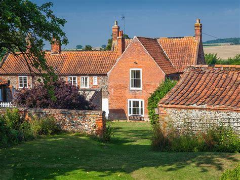 Houghton Farmhouse Lovely Traditional Farmhouse Set In A