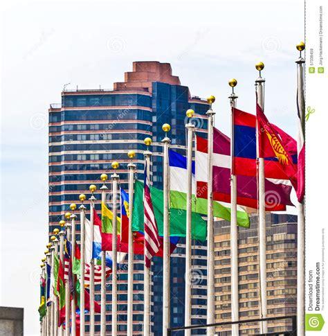 si鑒e de l onu york bandiere dei membri dell onu a york immagine stock
