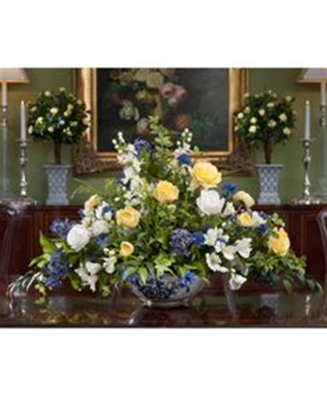 Floral Centerpieces For Dining Room Tables by 1000 Images About Dining Room Table Arrangements On