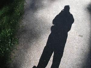 Fotos gratis : mano, hombre, silueta, persona, en blanco y negro, gente, verde, color, sombra