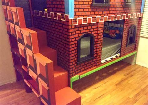 deco chambre mario il construit un lit superposé mario pour enfant le