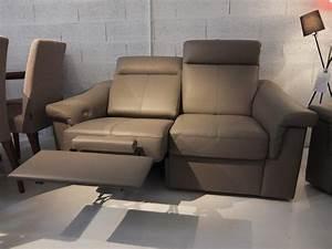 une vierge sur canape 28 images un futon faisant canap With tapis de course pas cher avec jetée de canapé 3 places