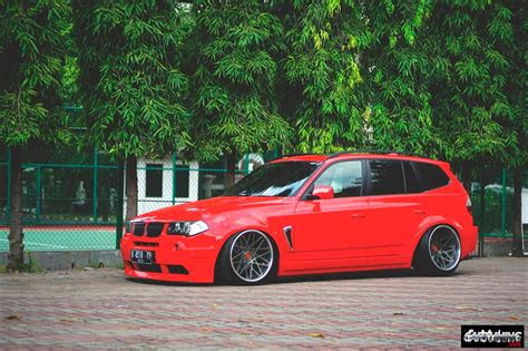 Stanced BMW X3 E83 side