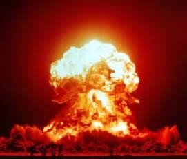 Résultat d'images pour explosion atomique image