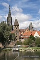 Germany, Ulm, view to Ulm Minster and Metzgerturm with ...