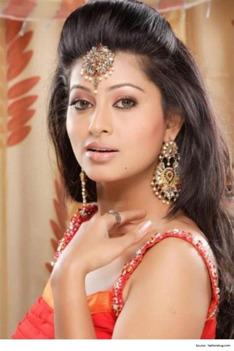 Celebrity Hairstyles On Saree   Popular Haircuts