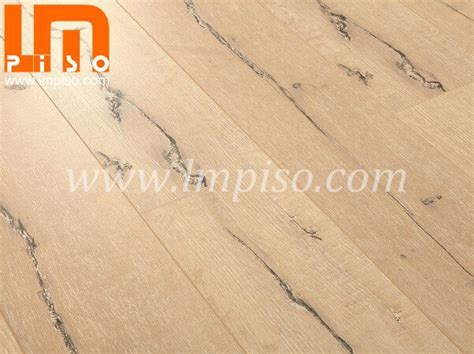 Embossed laminate flooring supplier,China 12mm handscraped