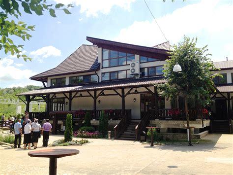 la cuisin la badis restaurant and zoo outside of chisinau