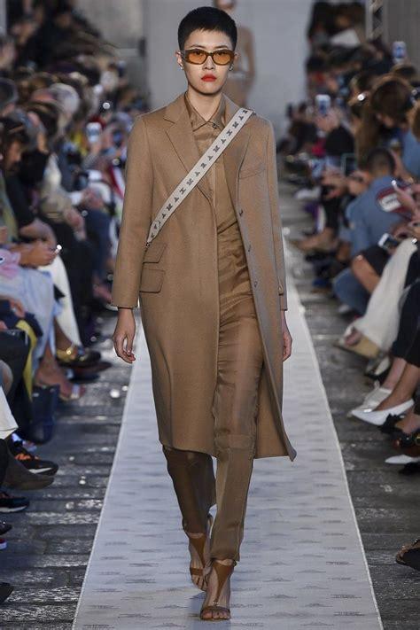 В моде яркие новогодние платья тенденции