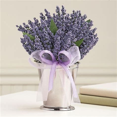 lavender table arrangement wedding table dekoration