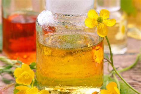 come fare gli oli essenziali in casa profumo fai da te con oli essenziali donnad