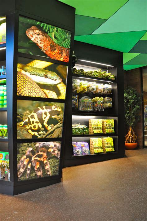 reptile zoo serpentarium mojo pet blankenberge retaildesignblog lighting reptiles retail
