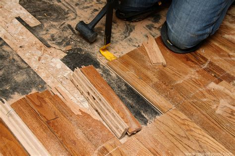 Home Improvement: How to Remove Hardwood Flooring the Best Way