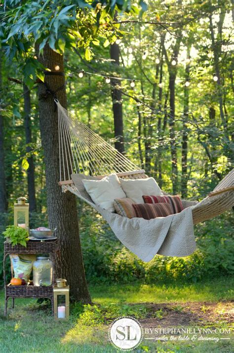 8 summer outdoor reading spaces