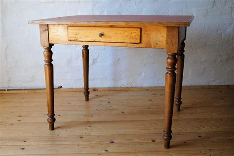 kleiner weißer tisch kleiner tisch tischlerei antikhandel restaurierung