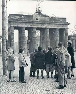 Ebay Deutschland Berlin : 1947 berlin germany students get to see brandenburg gate remains press photo ebay ~ Heinz-duthel.com Haus und Dekorationen